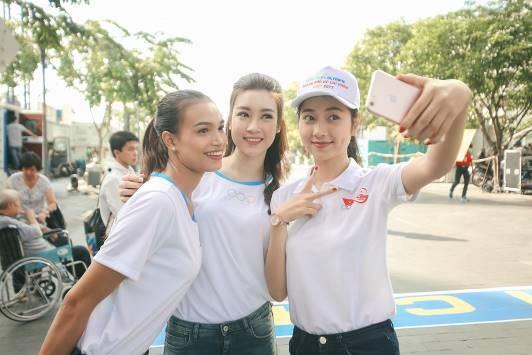 Sau khi đăng quang Hoa hậu Việt Nam 2016, Đỗ Mỹ Linh tích cực tham gia các hoạt động cộng đồng như đại sứ Lễ hội Áo dài, quảng bá Festival Đờn ca tài tử Quốc gia lần II – Bình Dương năm 2017… Người đẹp ngày càng chiếm được sự yêu mến và quan tâm của công chúng.