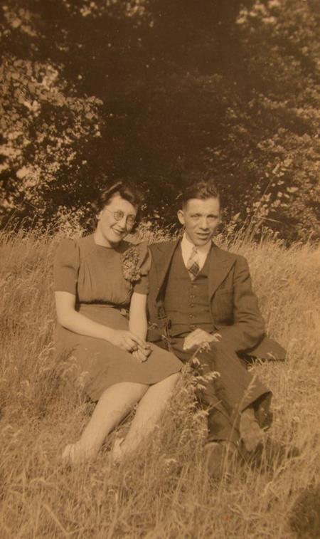 Cặp đôi kết hôn khi ông George 20 còn bà Phyllis mới tròn 17 tuổi