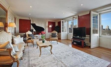 Phòng khách gây ấn tượng mạnh mẽ nhờ cây dương cầm của David Bowie