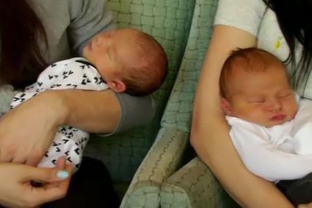 Bé Roman và Aaron ra đời cách nhau 4 giờ đồng hồ