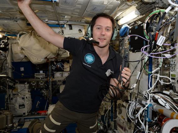 Những bức ảnh ngộ nghĩnh về cuộc sống của các phi hành gia trong không gian - 2