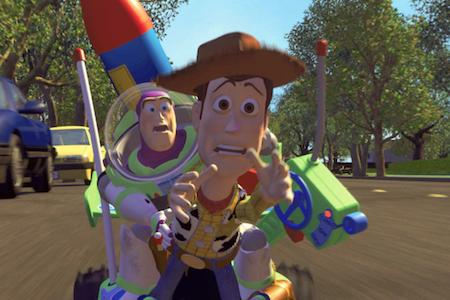 """""""Toy story"""" (1995) là bộ phim dài đầu tiên sử dụng toàn bộ công nghệ CGI để sản xuất và khỏi nói cũng biết, đây chính là tác phẩm đã mở đường cho công nghệ CGI đến với khán giả toàn cầu cũng như đã phá vỡ những giới hạn trước đó dành cho phim hoạt hình."""