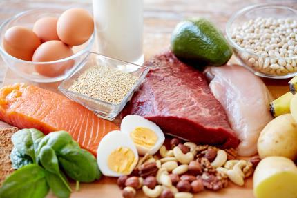 """Hãy để ý đến chế độ ăn uống giàu năng lượng để cơ thể không bị thiếu hụt """"pin"""" gây ra sự thiếu tỉnh táo, mệt mỏi"""
