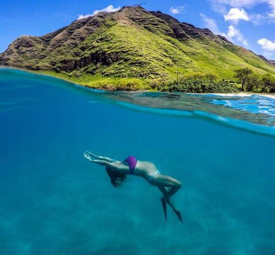 Dù sắp làm mẹ nhưng chẳng ngại ngụp lặn dưới đáy đại dương