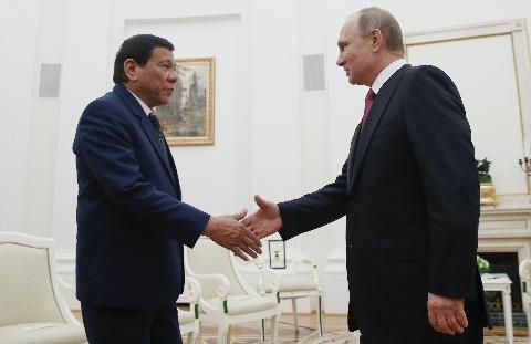 Tổng thống Nga V.Putin tiếp ông Duterte tại Điện Kremlin hôm 23/5 vừa qua