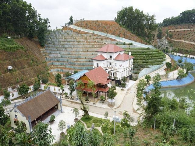 Khu biệt phủ của gia đình giám đốc Sở TN&MT tỉnh Yên Bái. (Ảnh: Nam Trần)