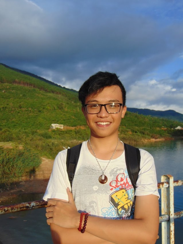 """Chàng trai """"cao nguyên"""" Nguyễn Minh Hiếu vừa giành học bổng toàn phần trường UWC Pearson, Canada."""