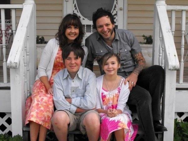 Taylor chụp ảnh cùng gia đình