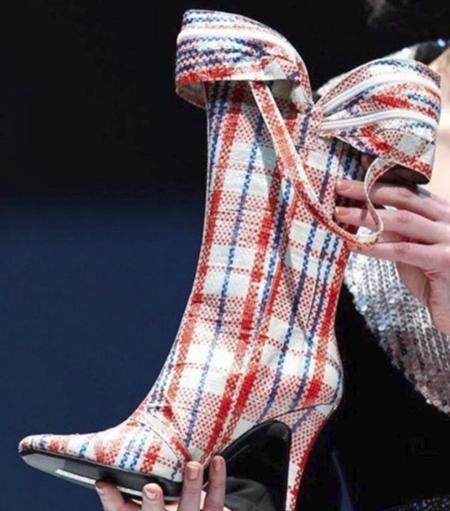 Một đôi bốt caro ấn tượng liệu có thể trở thành xu hướng mới trong làng thời trang?