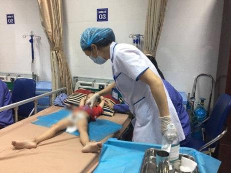 Trẻ điều trị sùi mào gà ở Bệnh viện Da liễu T.Ư