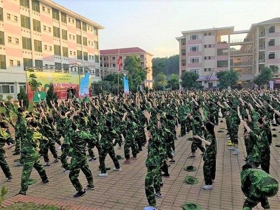 Hình ảnh về kỳ học quân sự được chính GS Văn Như Cương ghi lại.