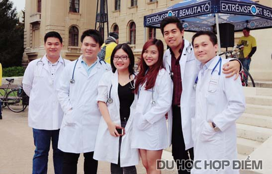 Các bạn SV Việt Nam học ngành Y Nha Dược tại ĐH Công lập Debrecen
