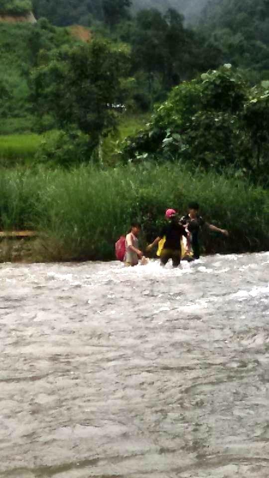 Con suối Lạ Pê mùa mưa lũ nước to và dòng chảy xiết mạnh.