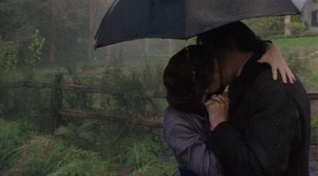 """Winona Ryder và Gabriel Byrne đã có một màn khóa môi khiến nhiều người phải thổn thức trong bộ phim """"Little women"""" (1994)"""