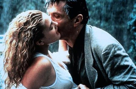 """Bộ phim """"Poison Ivy"""" (1992) từng được ví von là """"Lolita"""" thế hệ mới với mối tình ngang trái giữa một cô nữ sinh do Drew Barrymore thủ vai đã cố gắng quyến rũ bố của bạn mình do Tom Skerritt đóng. Và nữ chính trong phim, Drew Barrymore cũng kém đối tác của mình tới 42 tuổi."""