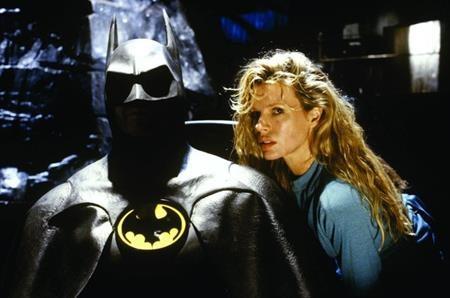 """Người Dơi cũng là một siêu anh hùng được nhiều bóng hồng cảm mến, trong đó có cô phóng viên nổi tiếng Vicki Vale. Một điều khá thú vị là """"hoàng tử tội phạm"""" Joker cũng để mắt tới Vale nhưng cô nàng đã kiên quyết từ chối."""