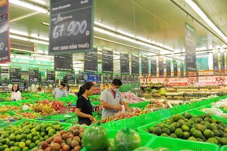 Nguồn cung cấp nông sản của MM Mega Market là từ trạm trung chuyển rau củ quả tại Đà Lạt, trạm trung chuyển cá tại Cần Thơ và trạm trung chuyển thịt ở Đồng Nai