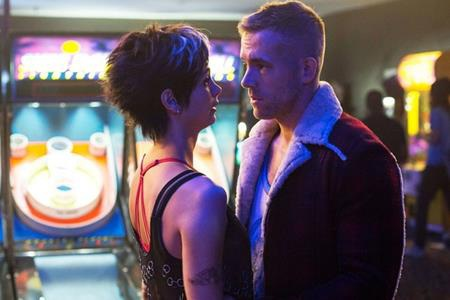 """Tay lính đánh thuê bựa nhất nhì thế giới truyện tranh, Wade Wilson cũng đã tìm được cho mình """"một nửa"""" đích thực đó là cô bạn gái Vanessa. Cuộc tình """"đôi lứa xứng đôi"""" này đã phải vượt qua khá nhiều sóng gió, thử thách khi Wade Wilson trải qua thí nghiệm và trở thành gã quái nhân Deadpool lắm mồm."""