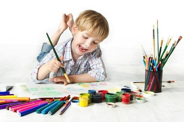Khen ngợi bức tranh của trẻ vô tình làm mất đi khả năng sáng tạo trong những tác phẩm sau