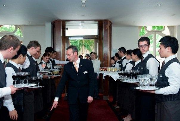 Sinh viên được học và thực hành trong môi trường chuẩn khách sạn. Mức lương thực tập tối thiểu từ 48 đến 52 triệu/tháng
