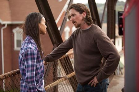 """Nghe có vẻ khó tin nhưng """"Gamora"""" Zoe Saldana và """"Người Dơi"""" Christian Bale thực ra từng khá ăn ý khi hợp tác với nhau trong """"Out of the Furnace"""" (2013)"""