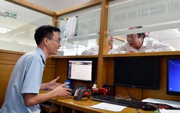 Bộ trưởng, Chủ nhiệm VPCP Mai Tiến Dũng kiểm tra thủ tục chuyên ngành hàng hóa xuất nhập khẩu tại Hải Phòng