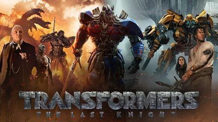 """Dở: """"Transformers: The last knight"""" chắc chắn là bom xịt đáng quên nhất mùa hè này. Về mặt nội dung, tác phẩm này thiếu đi sự hòa hợp cùng một kịch bản có """"muối"""". Về mặt hình ảnh, """"Transformers: The last knight"""" lại """"bội thực"""" các pha biểu diễn kỹ xảo. Giới phê bình đã """"ném đá"""" bộ phim một cách không thương tiếc và ngay cả những khán giả dễ dãi nhất cũng khó có thể chấp nhận nổi """"Transformers: The last knight""""."""