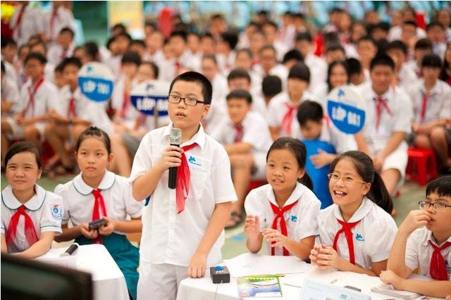 """Theo GS. Trần Ngọc Thêm, chính thói sĩ diện, háo danh của nhà trường, thầy cô và gia đình mà nhiều trẻ em phải nhồi nhét kiến thức, đến trường bị """"đánh cắp"""" tuổi thơ. (Ảnh minh họa)"""