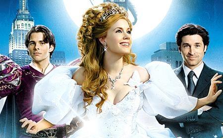 """Bộ phim """"Enchanted"""" của Disney đã hoàn toàn phá vỡ mô-típ công chúa đợi chờ tình yêu đích thực. Thay vào đó, nhân vật chính của chúng ta đã tự xé bỏ chiếc áo cổ tích mơ màng để bước vào cuộc sống hiện đại và tự tìm thấy hoàng tử của đời mình."""