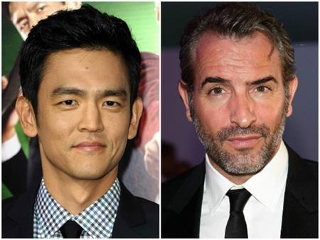 John Cho và Jean Dujardin cũng cùng sinh năm 1972 nhưng trông John Cho rất trẻ trung, lãng tử còn Jean Dujardin thì lại quá già dặn với mái tóc điểm bạc