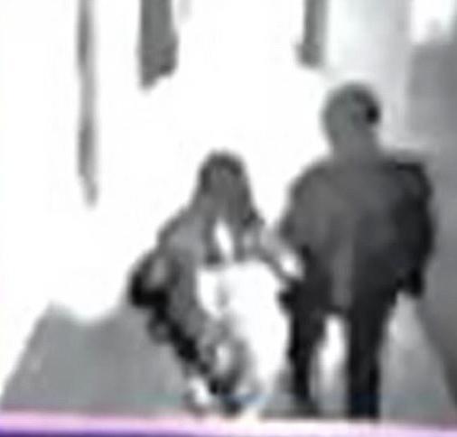 Cô dâu tự nhiên ôm hôn người tình mà không biết rằng mình đang bị theo dõi