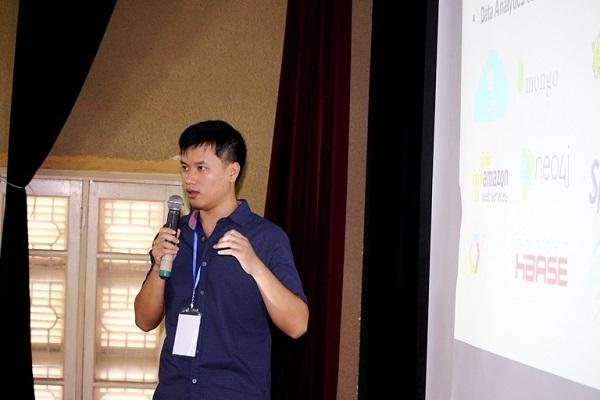 Diễn giả Đặng Hoàng Vũ chia sẻ về dữ liệu lớn.