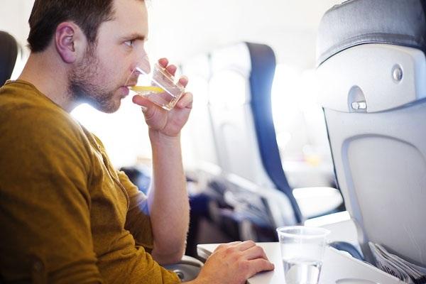 6 điều cần nhớ để tránh mệt mỏi sau chuyến bay dài - 2