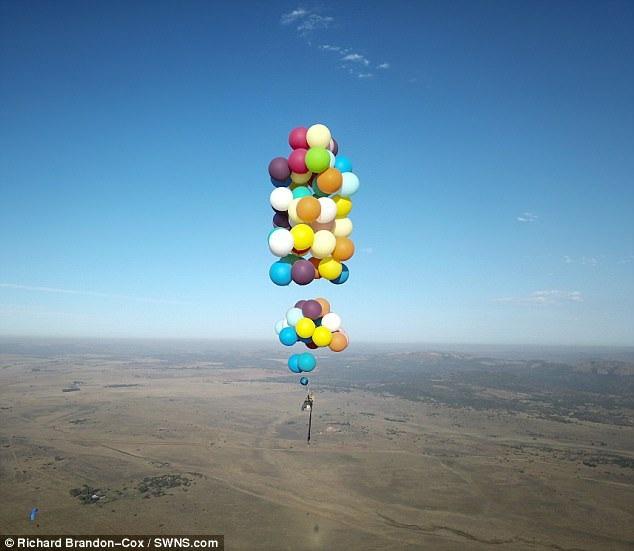 Hành trình du ngoạn trên trời của Tom kéo dài hơn 40 km.