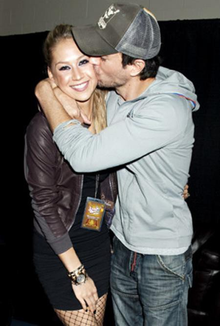 Anna Kournikova và Enrique Iglesias đã hẹn hò với nhau từ năm 2001. Và sau 16 năm bên nhau, cặp đôi vẫn muốn tận hưởng khoảng thời gian hẹn hò lãng mạn trước khi tính đến chuyện hôn nhân.