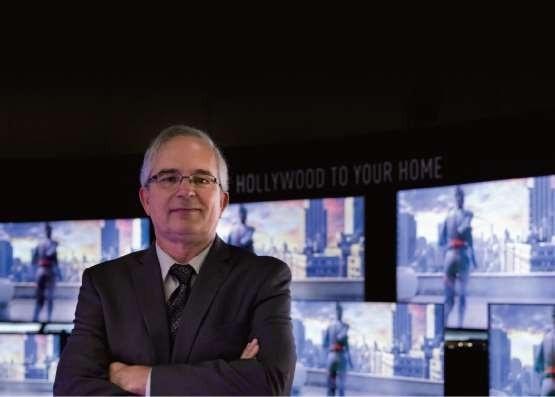 Phó chủ tịch/Giám đốc Ron Martin - Phòng Thí nghiệm Hollywood của Panasonic