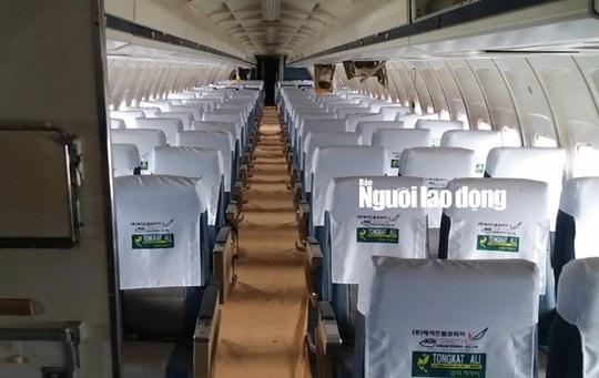 Bên trong chiếc Boeing của Royal Khmer Airlines. Ảnh: Người lao động