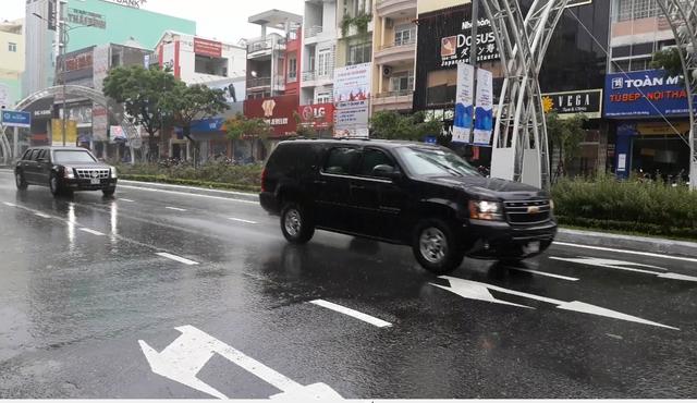Chiếc Suburban mở đường chạy trước xe Cadillac One trên đường phố Đà Nẵng chiều 8/11