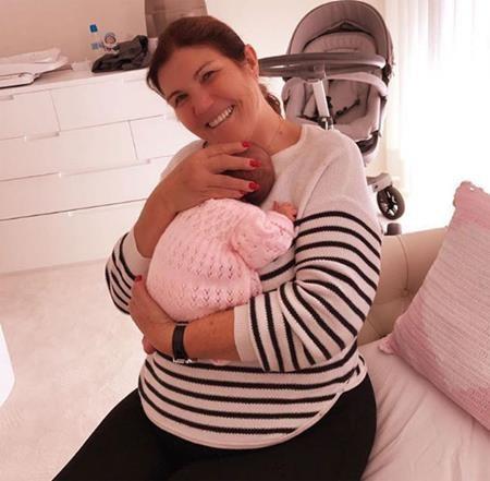 Mẹ C.Ronaldo rất vui mừng khi có thêm cháu gái