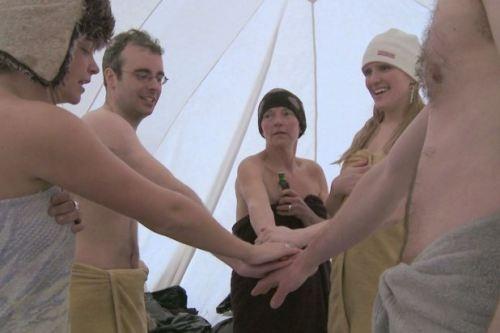 Những người bạn đồng hành của Eve Kelly nằm ở mọi lứa tuổi, giới tính, hình dáng cơ thể.