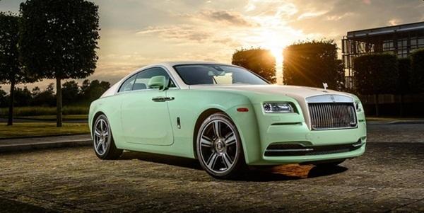 Chiếc xe thể thao Rolls – Royce Wraith 2 cửa cũng là một trong những siêu phẩm mà Rolls – Royce chế tác riêng cho Michael Fux.