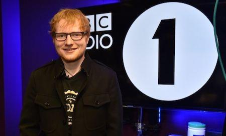 Nam ca sĩ vừa tham gia trò chuyện cùng kênh Radio 1
