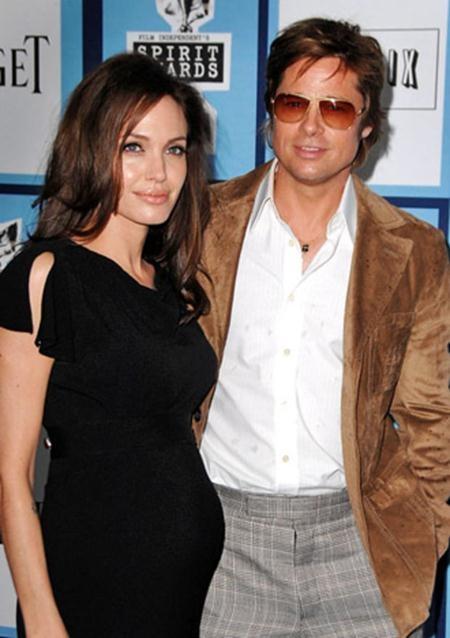 Cặp đôi vàng một thời của Hollywood, Brangelina kỳ thực cũng tồn tại một khoảng cách tuổi tác rất lớn khi Brad Pitt hơn Angelina Jolie đúng một giáp tuổi