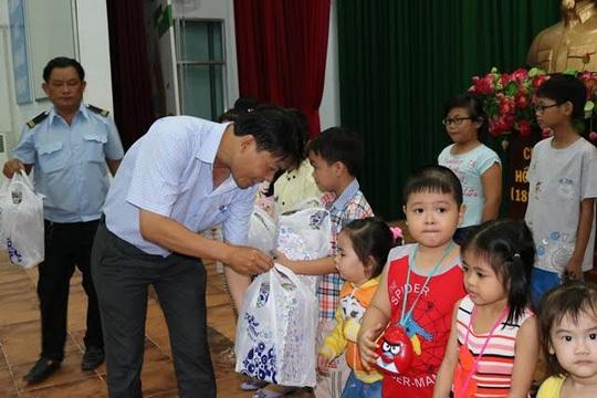 Không chỉ chăm lo cho CNVC-LĐ, con của CNVC-LĐ có hoàn cảnh khó khăn cũng được LĐLĐ quận Bình Tân quan tâm hỗ trợ kịp thời