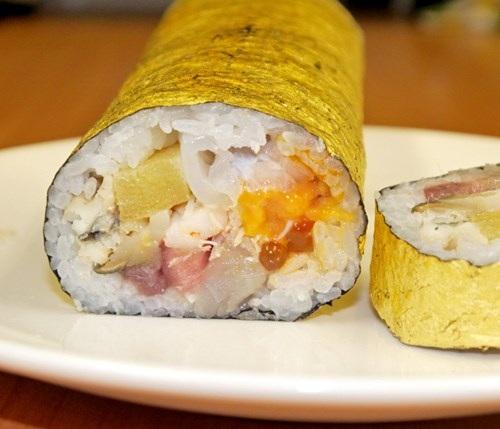 Sushi bọc vàng giá hơn 2 triệu đồng/cuộn - 4
