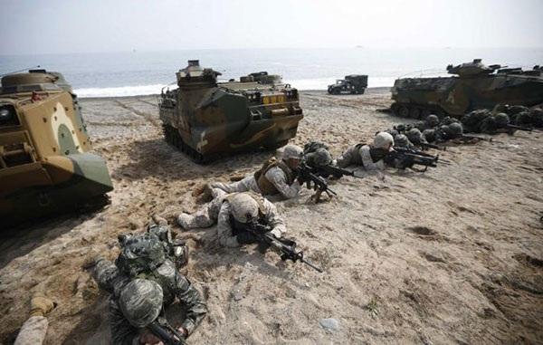 Lính Mỹ và Hàn Quốc cùng luyện tập tại một căn cứ ở Hàn Quốc. Ảnh: discovermilitary.com.