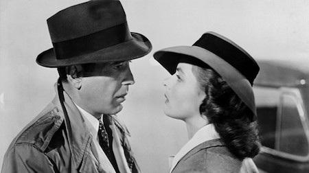 """Tại lễ trao giải Oscar lần thứ 16, """"Casablanca"""" đã được đề cử tổng cộng 8 giải Oscar và chiến thắng tại 3 hạng mục quan trọng là Phim hay nhất, Đạo diễn xuất sắc nhất và Kịch bản chuyển thể hay nhất."""