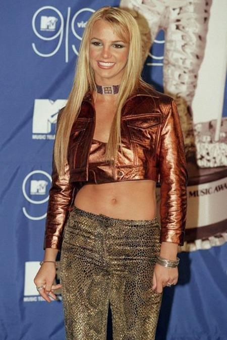 """Gu thời trang cá tính, âm nhạc gây nghiện và đặc biệt là mối tình đầy ồn ào với Justin Timberlake trong thời kỳ này đã khiến cho tên tuổi của Britney Spears """"nổi như cồn"""""""