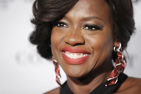 """Từng hai lần nhận được đề cử Oscar cho vai diễn trong các bộ phim """"Doubt"""" và """"The help"""" nhưng nữ diễn viên Viola Davis vẫn chưa một lần chiến thắng và đang phải trông chờ nhiều vào đề cử thứ ba với vai diễn trong phim """"Fences"""" tại lễ trao giải Oscar 2017 tới đây"""