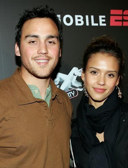 """Cậu em trai Joshua của Jessica Alba cũng là một diễn viên và thậm chí còn từng tham gia bộ phim """"Thiên thần bóng tối"""" cùng chị gái"""